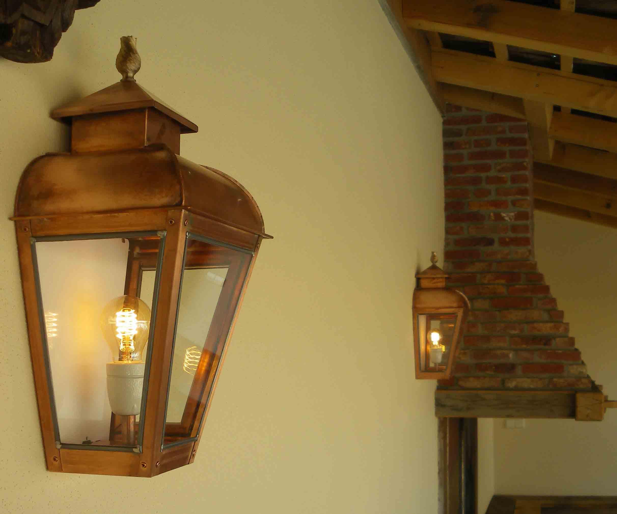 Buitenverlichting en buitenlampen. Vindt uw klassieke buitenlamp.