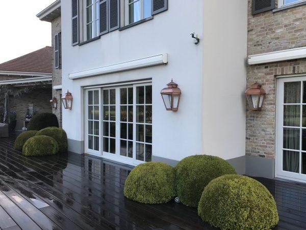 Schitterend buitenlampen aan een Belgische woning