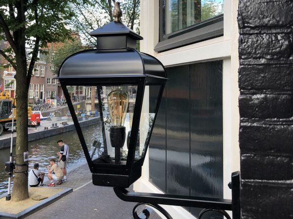 Buitenlamp voor een grachtenpand Jan van der Heyden