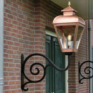 Middeleeuws ogende buitenlamp Lodewijk Schitterend stuk handwerk.