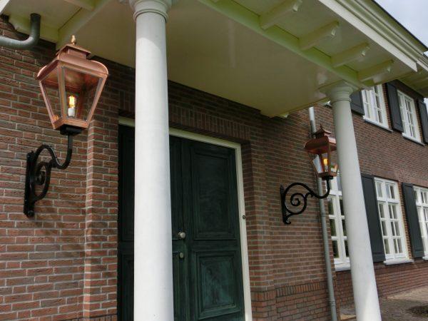 Grote lampen voor bij een voordeur of entree.