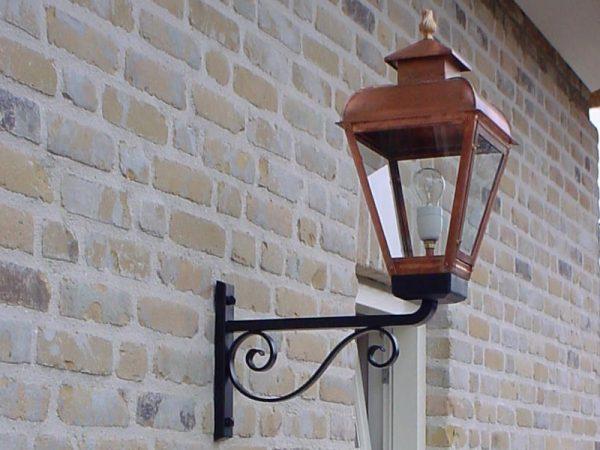Handgemaakte buitenverlichting 18de eeuws.