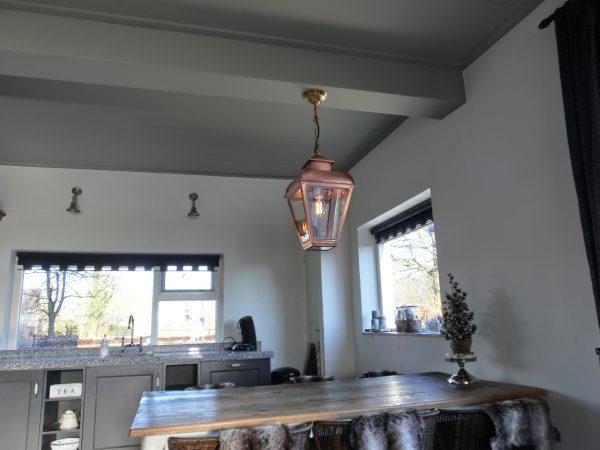 Hanglamp voor binnen boven de keukentafel