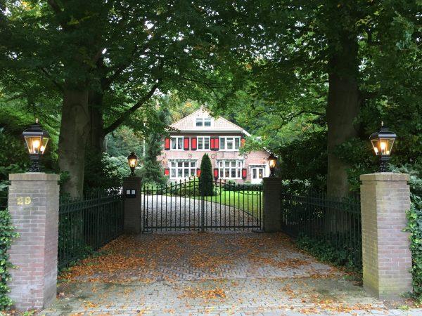 Lampen voor op de poort van een villa of landhuis