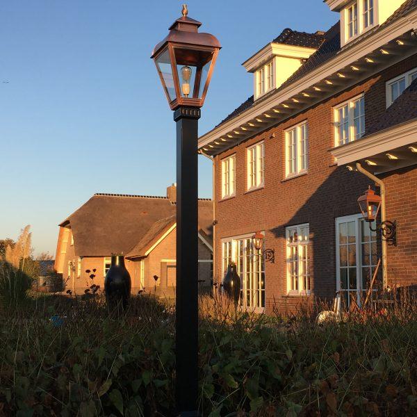 Lantaarnpaal voor een landhuis, buitenhuis, of woonboerderij