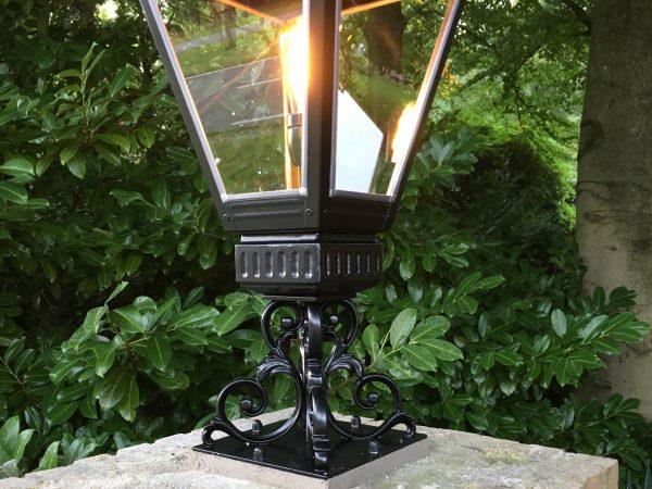 Luxe buitenlampen voor op de poort pilaren.
