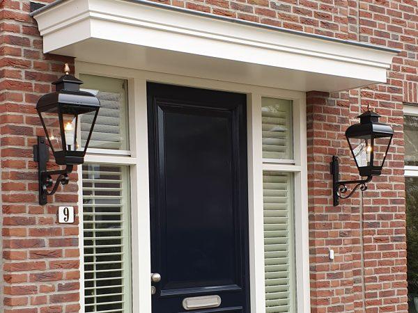 Buitenlampen aan een nieuwe notariswoning