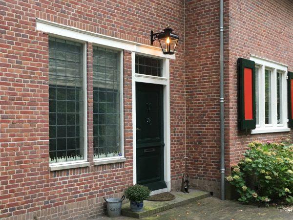Hanglamp bij de voordeur