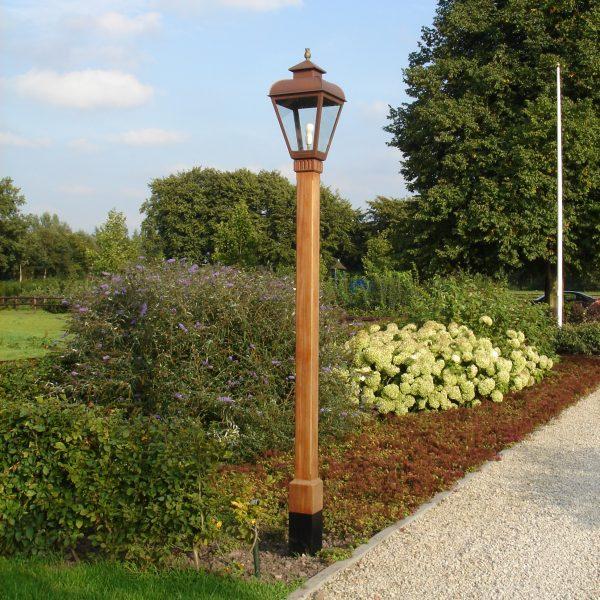 klassieke lantaarnpaal sierlijk en toch strak vormgegeven