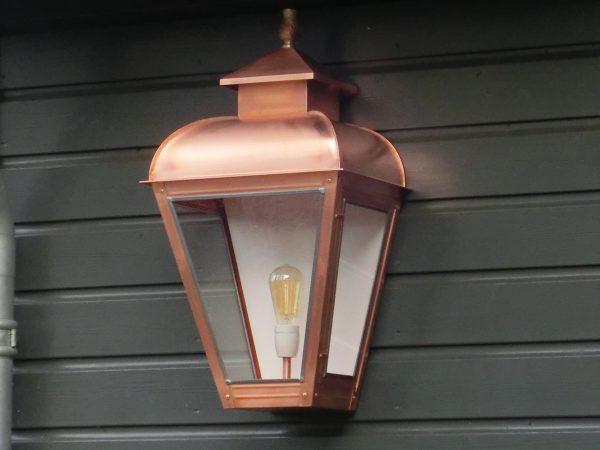 Grote wandlamp in koper