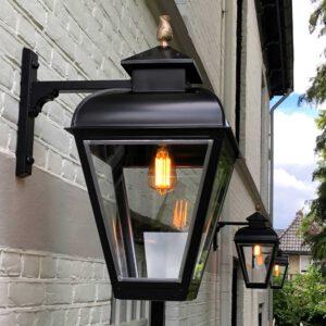 Buitenlamp in Jan van der Heyden stijl