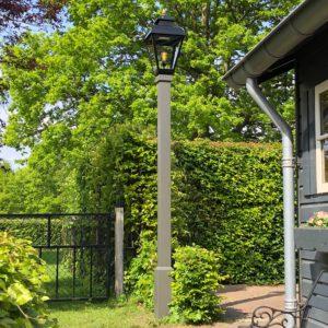 Mooie 16de euwse lantaarnpaal voor in de tuin