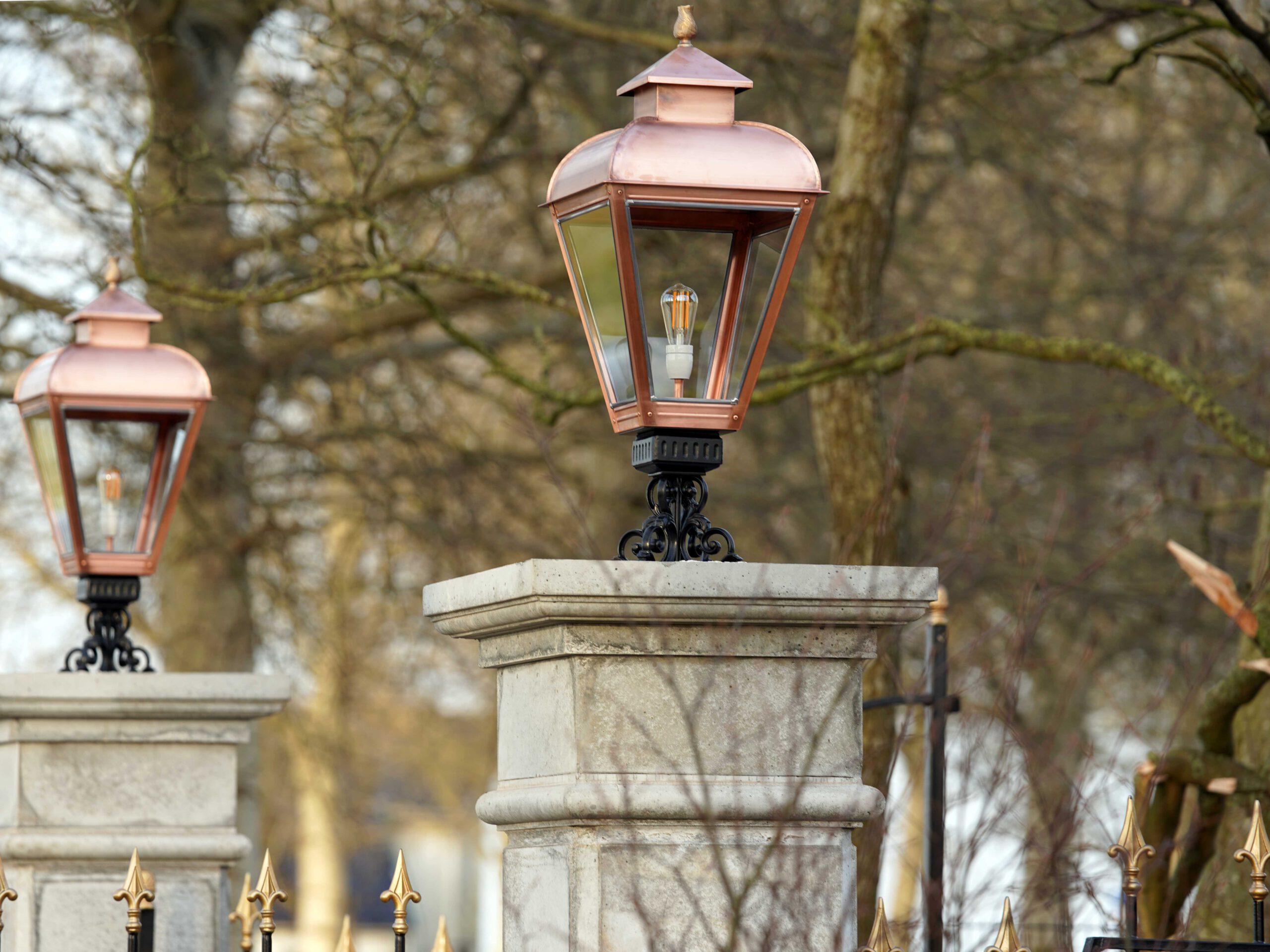 Buitenlamp mooi groot voor op poort of entree