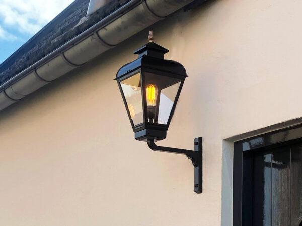 Buitenlamp die vroeger overal hing