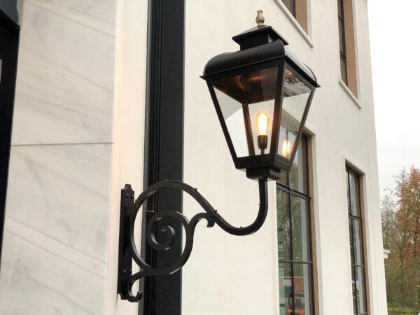 XL buitenlamp extra groot aan landhuis