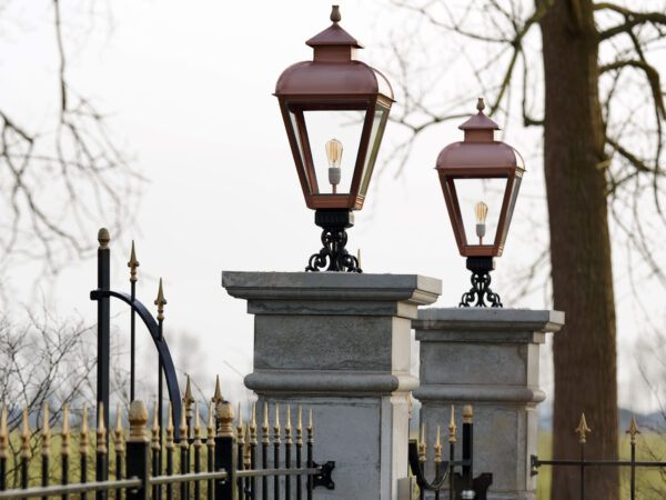 klassieke monumentale buitenlamp voor op pilaar