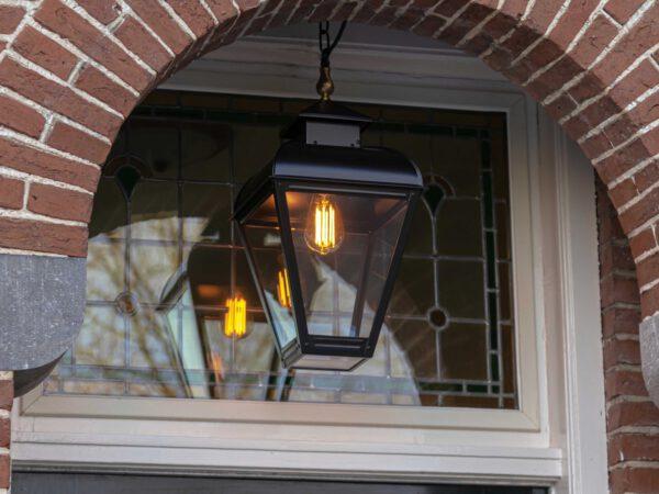 prachtige lamp aan ketting voor boven voordeur of entree