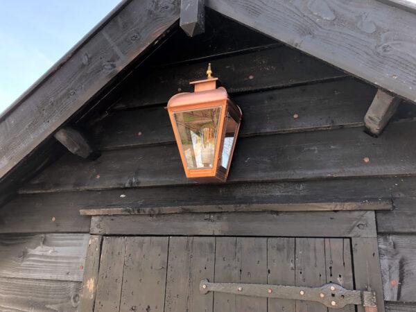lamp op schuur potdekels hout