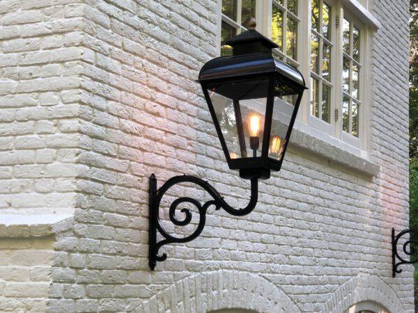 Grote buitenlampen voor villa