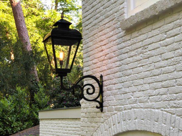 Buitenverlichting voor aan een groot huis