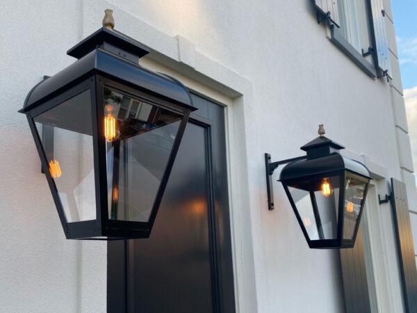 Buitenlamp extra groot voor een notariswoning